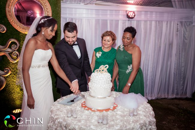 Boone Hall Oasis Wedding Cake Cutting
